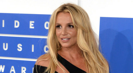 Won't perform while my father controls career: Britney Spears