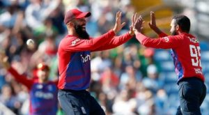 The England spinners applied a chokehold on the run-scoring options