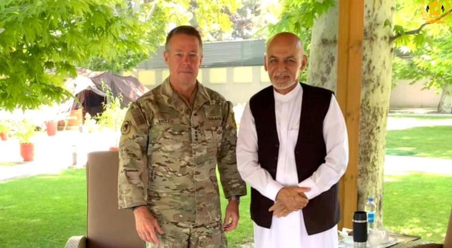 """Afghanistan's President Ashraf Ghani (R) meets General Austin """"Scott"""" Miller, commander of U.S. forces and NATO's Resolute Support Mission in Kabul"""