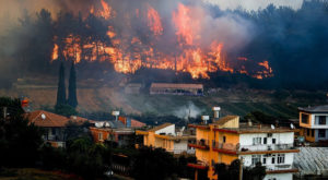 A wildfire broke out near the Mediterranean coastal resort town of Manavgat. Source: Twitter.