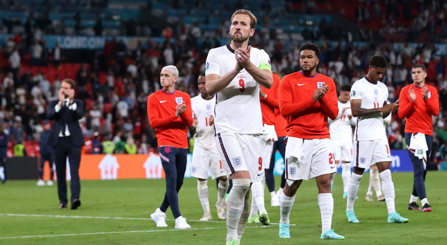 England's Harry Kane applauds fans after losing the penalty shootout. Source: Reuters