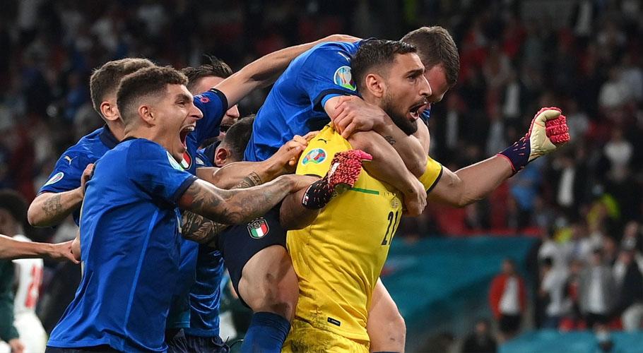 Italy's Gianluigi Donnarumma celebrates winning Euro 2020 with teammates. Source: Reuters